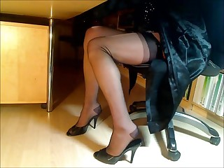 Compilation be useful nigh feet-legs-nylons together with heels