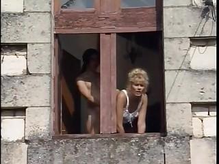 Umiliazioni approximately Famiglia - 1996 - Italian Porn