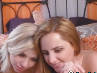 2 Beautiful lesbo Show In the sky Cams