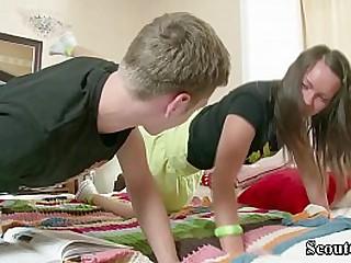 LISA bekommt ihren ersten ANAL SEX vom SCHULFREUND nach den Hausaufgaben
