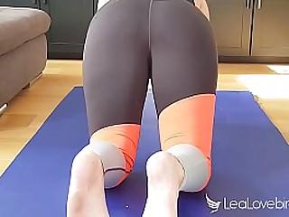 Molliges Teenygirl wird beim Yoga anal durchgenommen - Applicants Lovebird