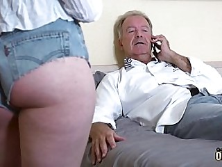 Teenager gets pussy fucked by mature man and she swallows his cumshot