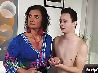 Angry full-grown woman put the screws on sex hither the young shine Nikki Nutz and takes his young bushwa unfathomable cavity inisde her full-grown pussy